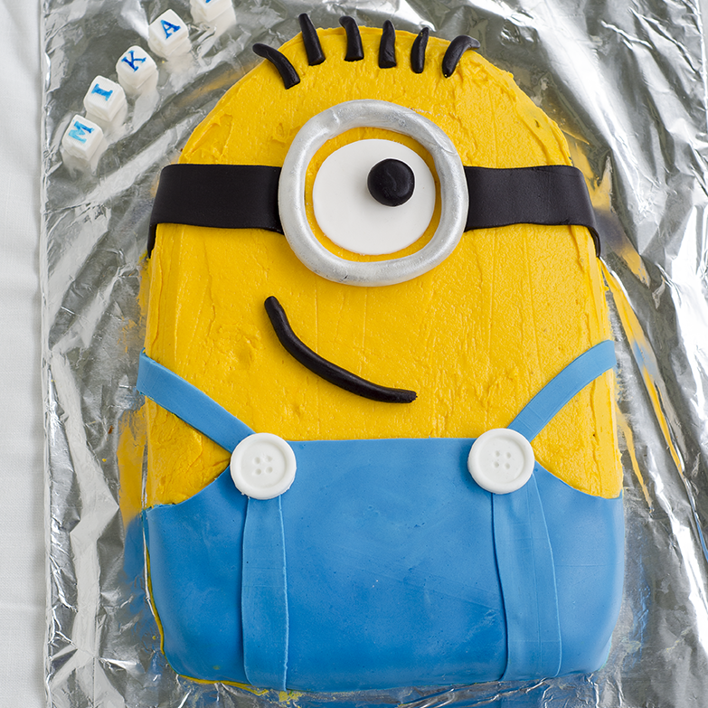 How To Make A Minion Cake With Pictures